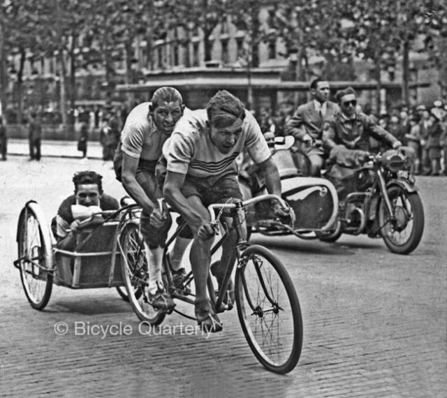 Course-velo-taxi-1943