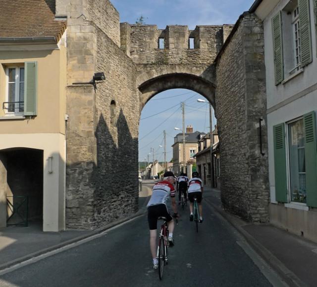 ride_under_gate